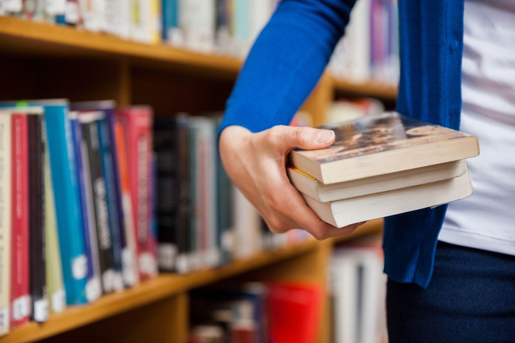 Wie schreibe ich eine Literaturarbeit als Bachelorarbeit oder Masterarbeit?